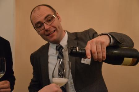 Christof Graf (Sektmanufaktur Graf) pouring an elite sparkler