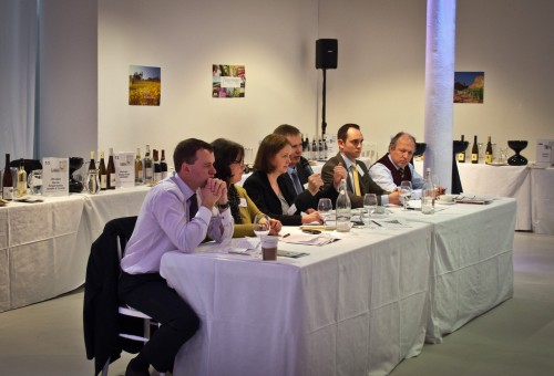 the panel, with moderator Nicky Forrest (Wines of Germany) in the centre