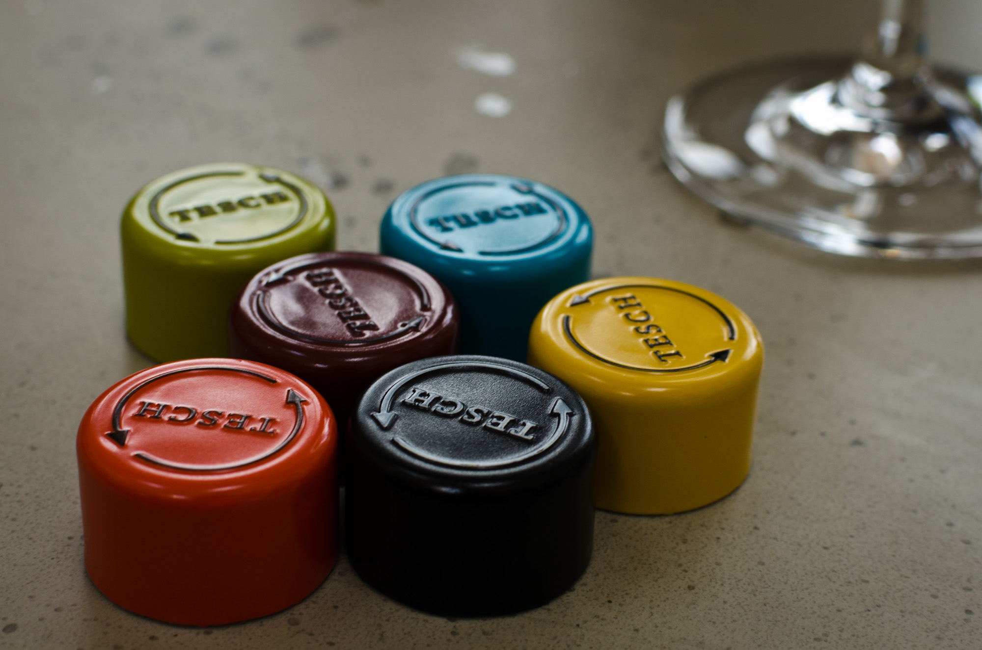 colour coding on screwcaps to distinguish wines