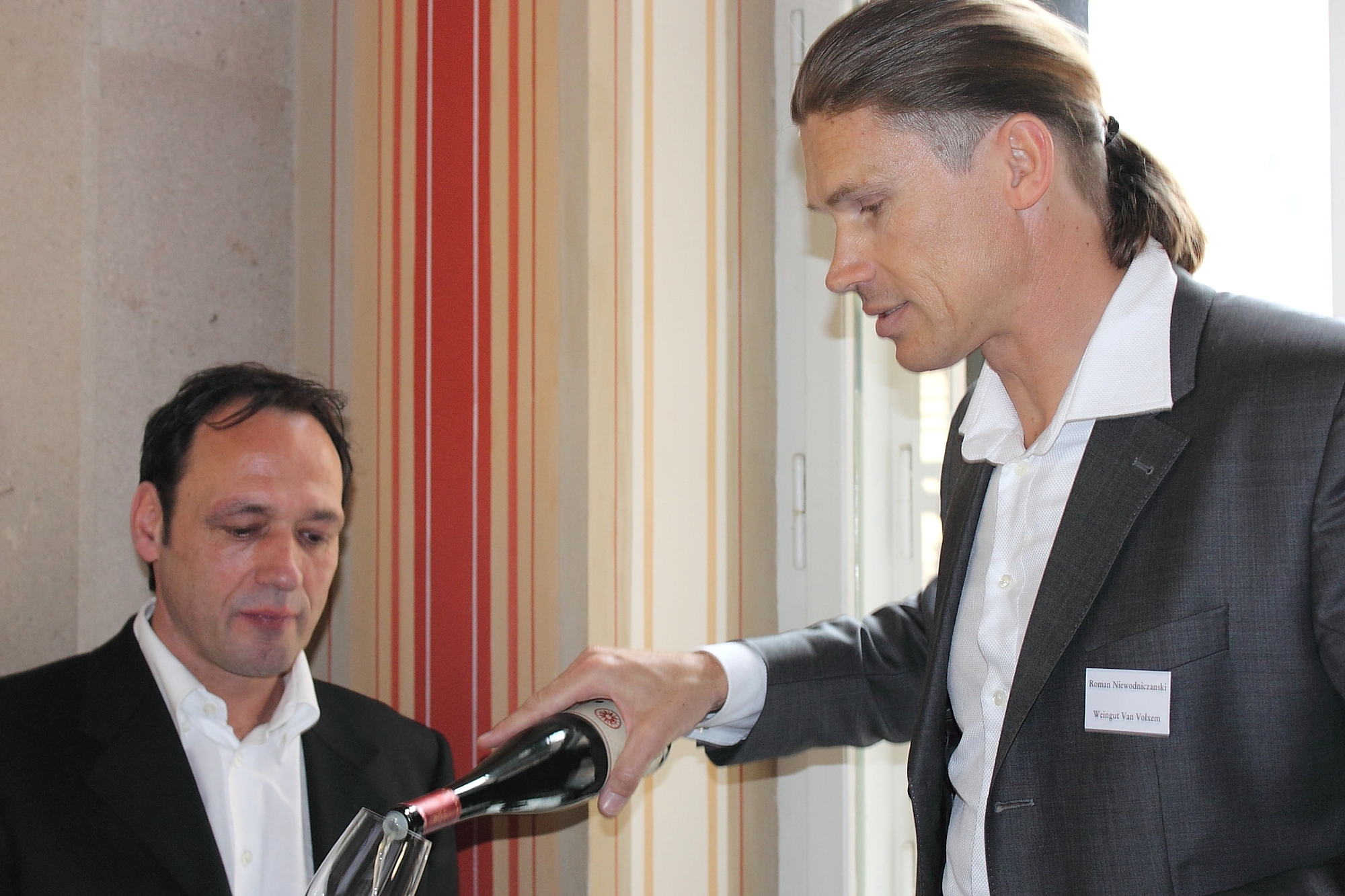 Mosel elite: Roman Niewodniczanski of Van Volxem (pouring) and Markus Molitor (receiving end)